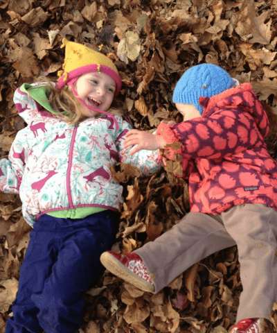 Tinkergarten Review #Tinkergarten #Tinkergartenreview #outdooreducation #outdoorplay #outdooractivitiesforkids